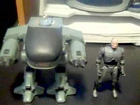 Robocop and Ed-209 (aka Ed-260) by Kenner - YouTube